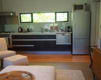 8-kitchen-courtyard-house-tiritiri-lodge
